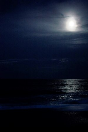 Full Moon over the ocean.jpg 1