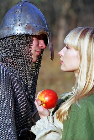 A knight, his lady, and an apple